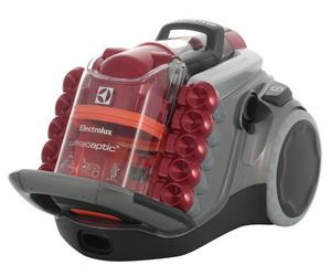 Electrolux UltraCaptic UCAllFloor в красном цвете.