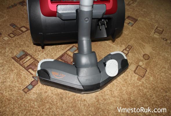 Переключатель пол-ковёр можно перещёлкивать ногой.